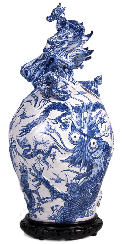 Dragons of Ming vase, side view